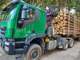 ciężarówka do przewozu drewna IVECO TRAKKER