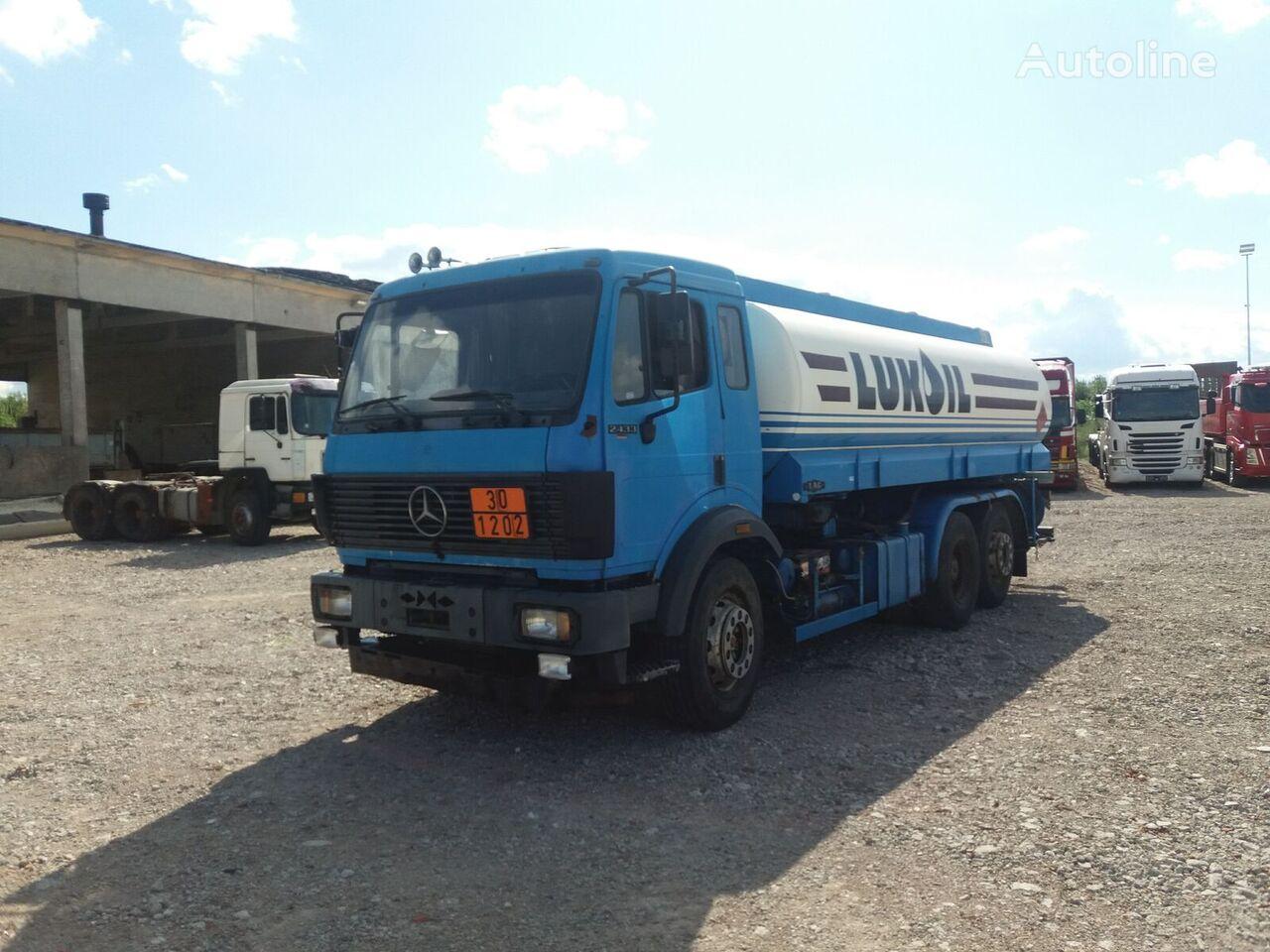 ciężarówka do przewozu paliw MERCEDES-BENZ 2433
