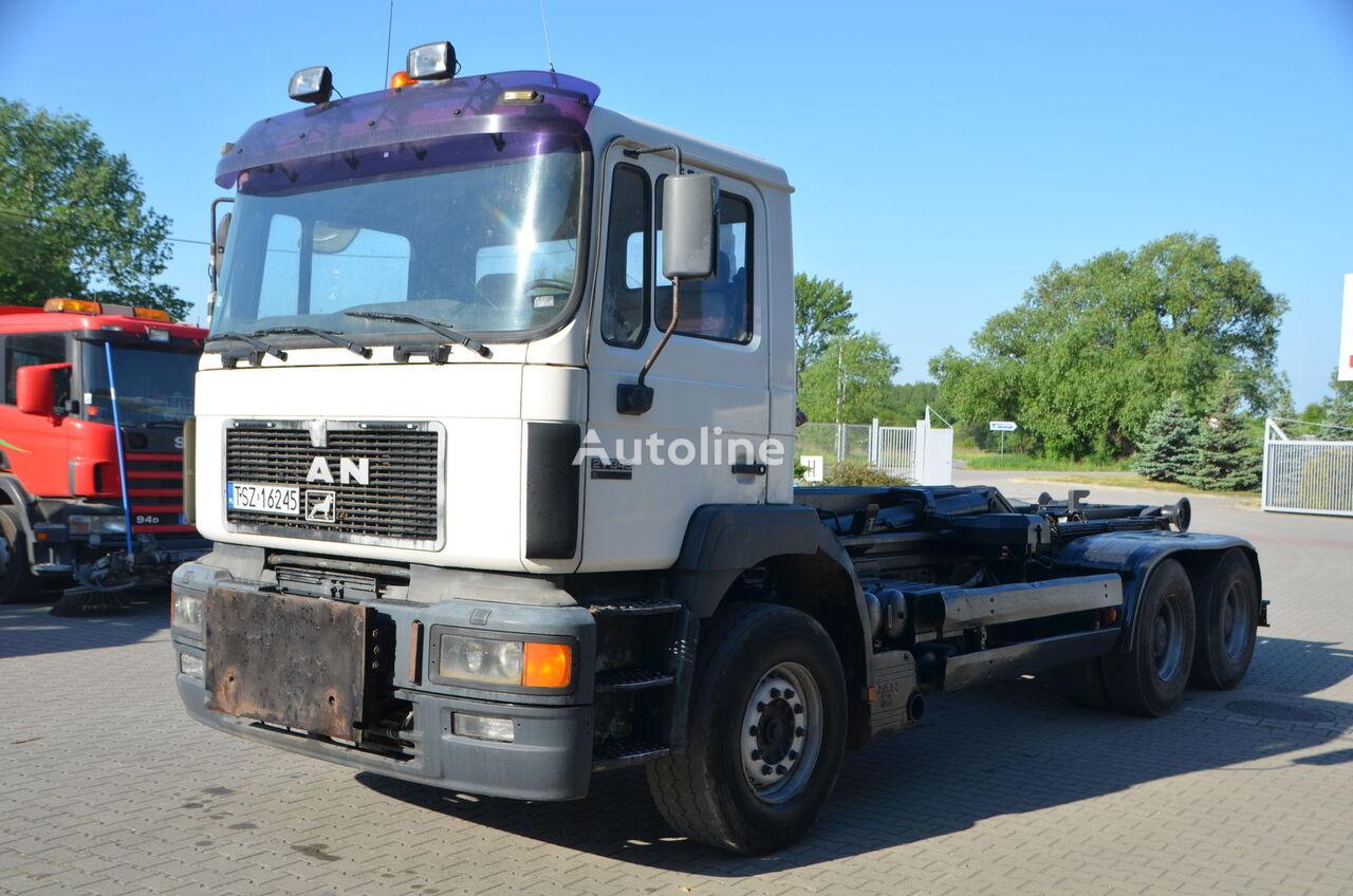 ciężarówka hakowiec MAN 27.344
