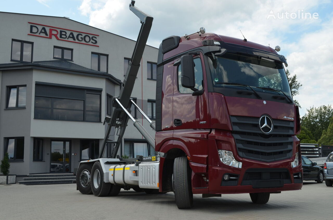ciężarówka hakowiec MERCEDES-BENZ 2551