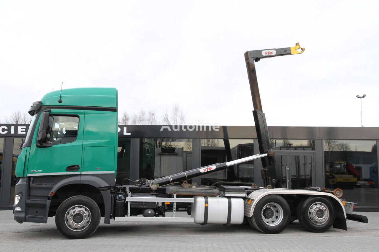 ciężarówka hakowiec MERCEDES-BENZ AROCS 2543/ 6x2 / e6 / hook lift / new engine 1k km !