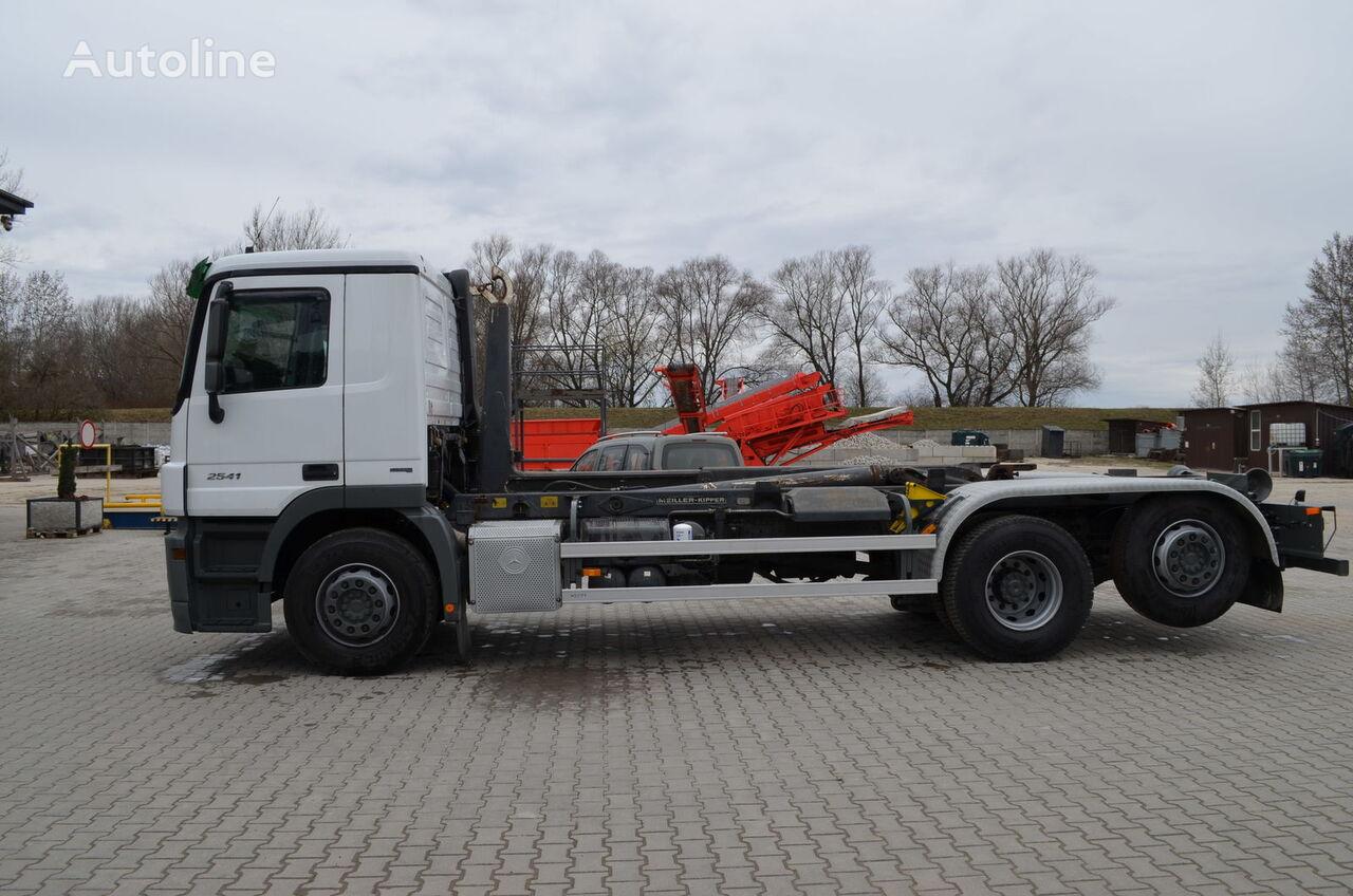 ciężarówka hakowiec MERCEDES-BENZ Actros 2541