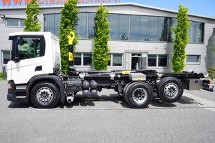 ciężarówka hakowiec SCANIA P410 , E6 , 6X2 , 60k km , NEW HOOK 20T , steer / lift axle , Lo