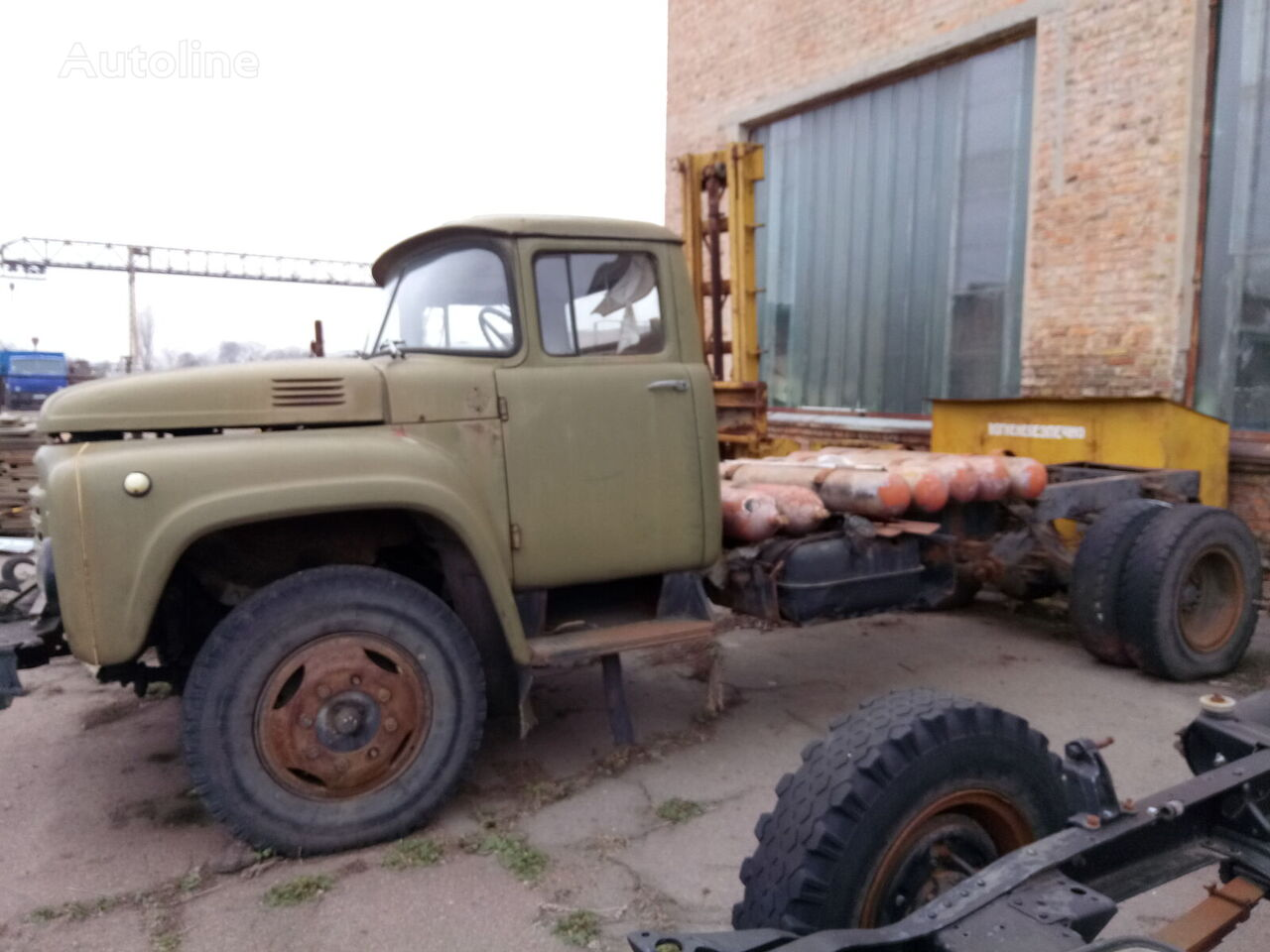 ciężarówka podwozie ZIL 496110