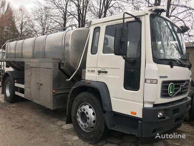 mlekowóz VOLVO FL 220