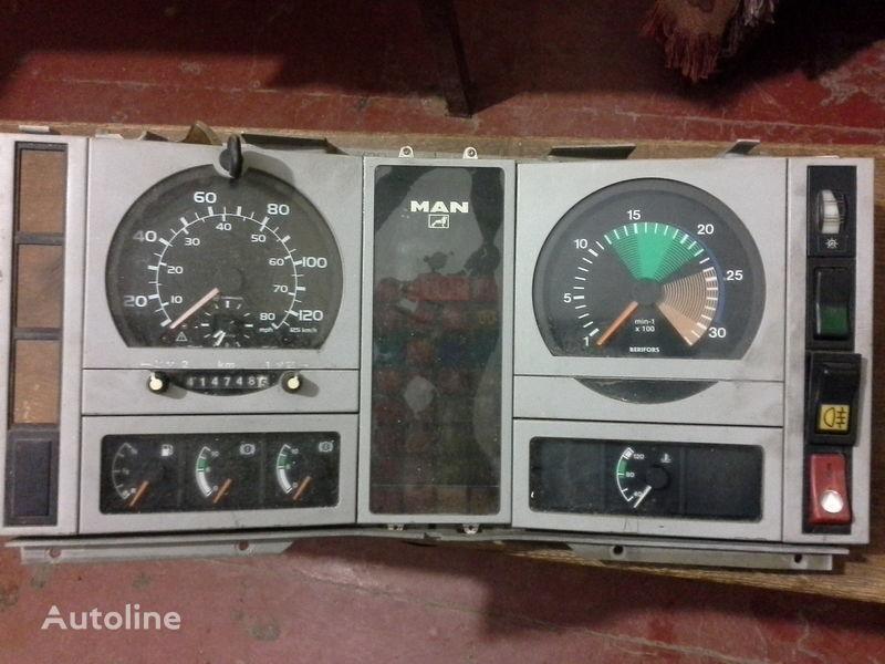 deska rozdzielcza MAN do ciężarówki MAN  L2000