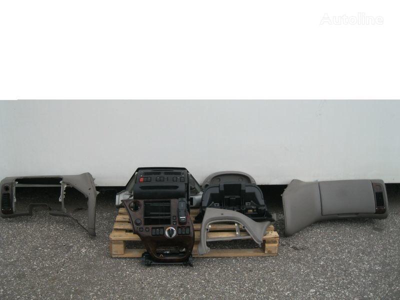 oblicowanie DAF PRZEKŁADKA PRZERÓBKA KABINY Z ANGLIKA do ciągnika siodłowego DAF XF 105