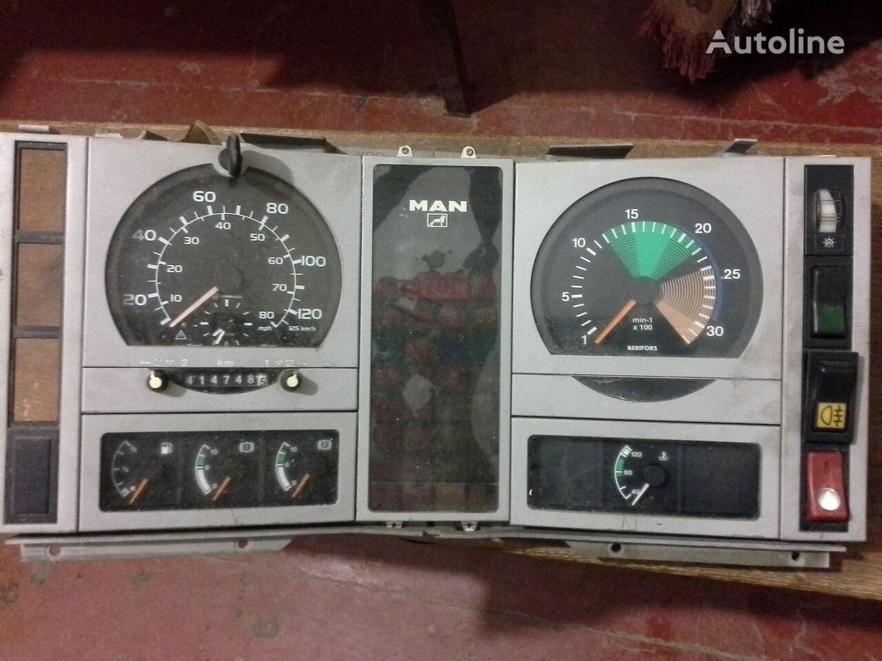 tachograf MAN Spidometr Tahometr originalni zapchasti kabini do ciężarówki MAN  L2000 Po zapchastyam